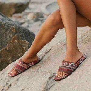 🆕️ Sanuk Woman's Furreal Slide. Size: 10